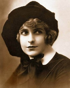 photo-for-arcade-card-movie-star-pearl-white-full-face-in-large-hat-with-eyes-looking-right